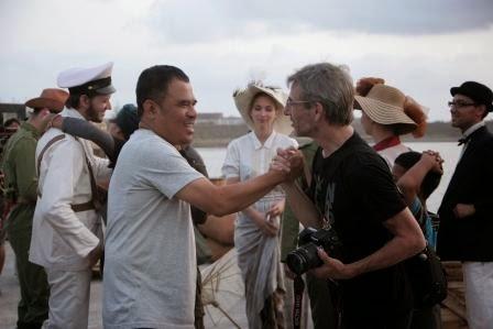 """""""Terima kasih mas Garin ..."""" het zit erop. De laatste scene is gedraaid. Samen met regisseur Garin Nugroho"""